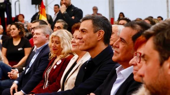 Sánchez: 'Viva España, claro, pero que no viva enfrentada como quieren las tres derechas, sino unida'