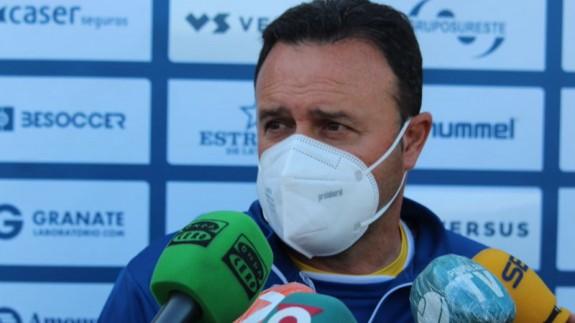 """José María Salmerón: """"Si no ganamos al Lorca Deportiva se complicaría nuestra situación"""""""