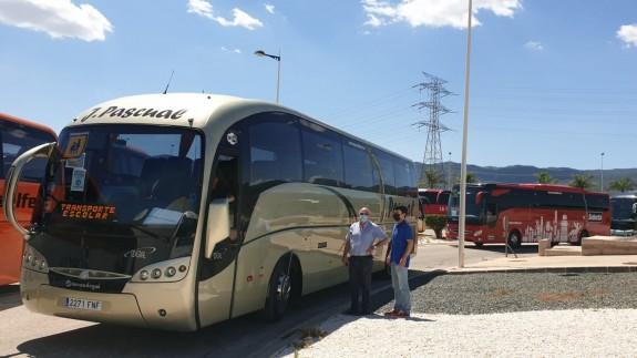 Autobuses escolares parados