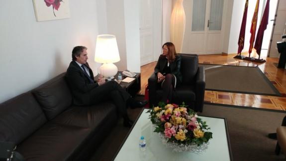 imagen del ministro de Fomento con la alcaldesa de Cartagena
