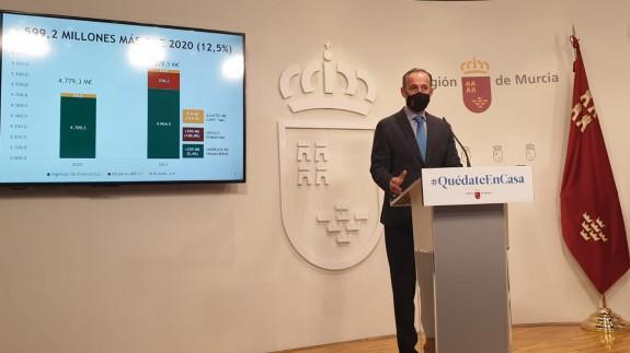 Javier Celdrán en la rueda de prensa del Consejo de Gobierno