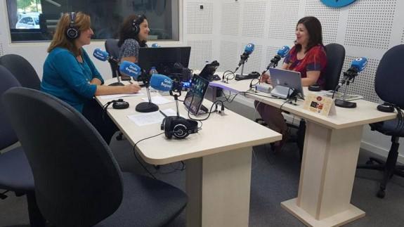 Nieves M. Hidalgo en los estudios de Onda Regional