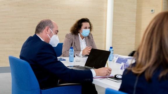 Yolanda Muñoz, en una reunión del Consejo de Administración (archivo). PUERTO DE CARTAGENA