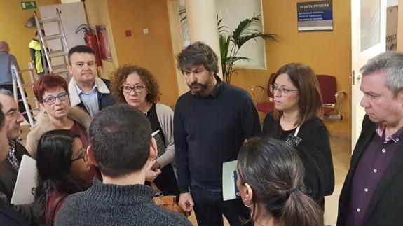 Miembros de los grupos de oposición el pasado lunes tras abandonar una comisión en la que participaba Roque Ortiz
