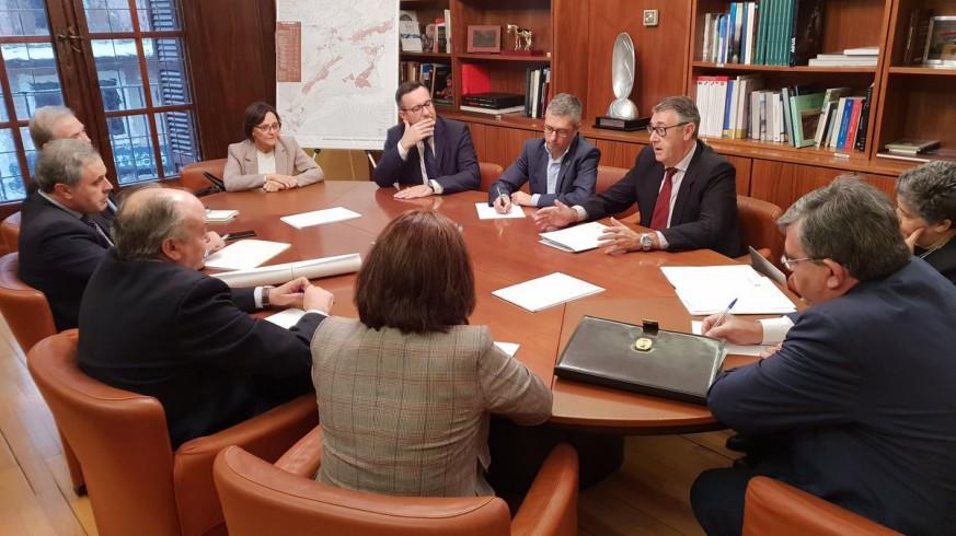 Morán se reúne con el equipo de la CHS, el delegado del Gobierno y la responsable de Canales del Taibilla