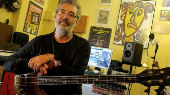 MÚSICA DE CONTRABANDO 08/04/2020. Entrevista a Antonio Fidel, bajista de El Último de la Fila y otros muchos grupos, desde su confinamiento en Cartagena