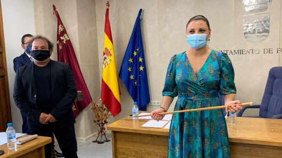 Catalina Herrero, con el bastón de mando.