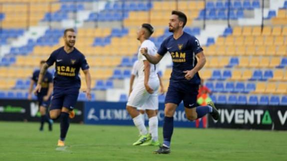 Rafa de Vicente celebrando un gol. FOTO: UCAM CF.