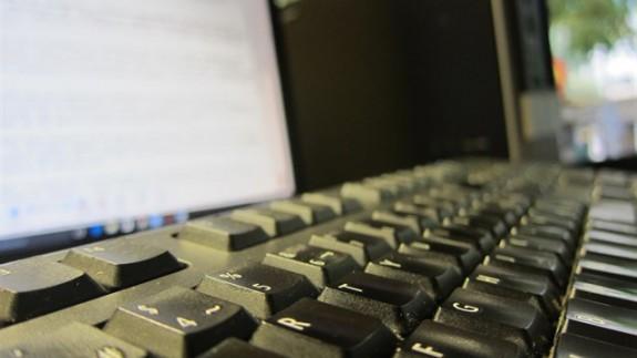 Teclado y pantalla de ordenador
