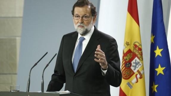 Rajoy anuncia el cese del Gobierno catalán, la disolución del Parlament y elecciones el 21 de diciembre