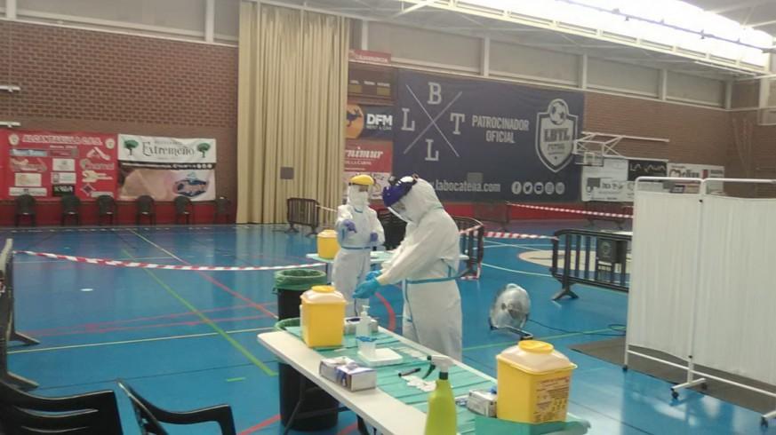 Sanitarios realizando test de antígenos. ORM.