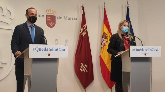 Martínez Vidal junto al consejero de Presidencia y Hacienda, Javier Celdrán
