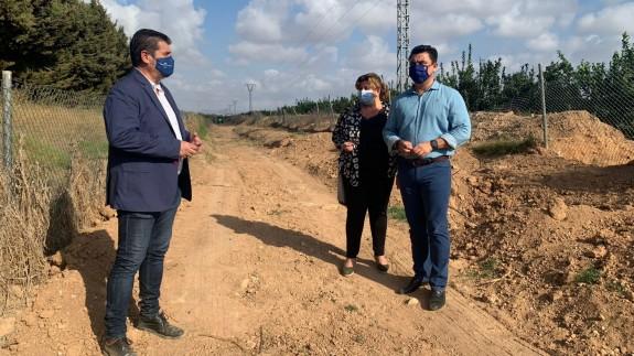 Limpian la vereda del Vinco en San Javier para minimizar los efectos de una posible DANA