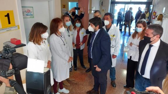 López Miras en su visita al centro de Salud de Alcantarilla
