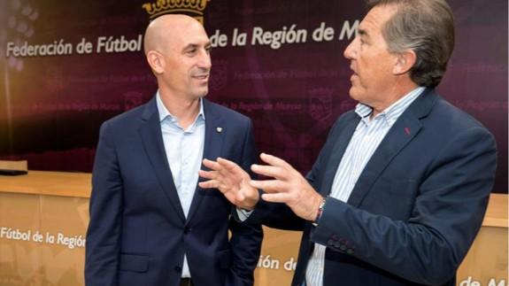 """Monje Carrillo: """"El 'play off' no se juega en la Región porque no ha habido acuerdo económico entre la RFEF y Pinatar Arena"""