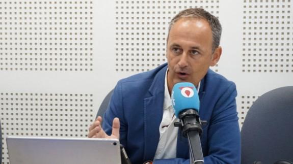 Javier Celdrán en los estudios de Onda Regional (archivo)