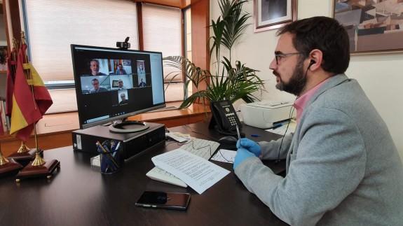 Mateos mantiene una videoconferencia con agentes sociales y económicos. AYTO LORCA