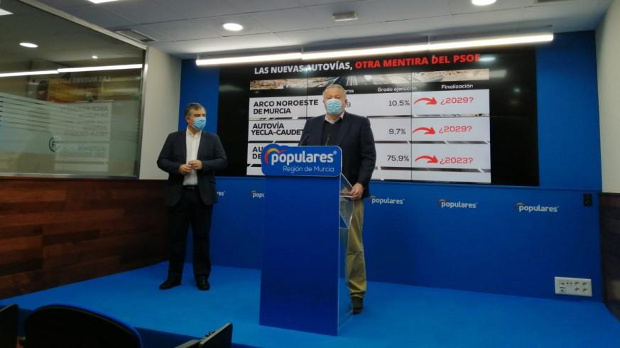 El senador del PP, Francisco Bernabé, en rueda de prensa. ORM