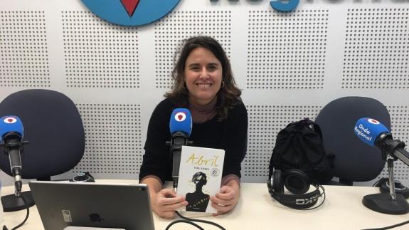 """Toya Viudes con su novela """"Abril"""" en Onda Regional"""