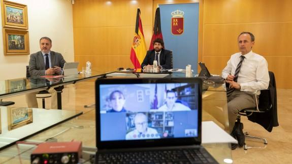 Reunión telemática entre López Miras y la presidenta de la Federación de Municipios