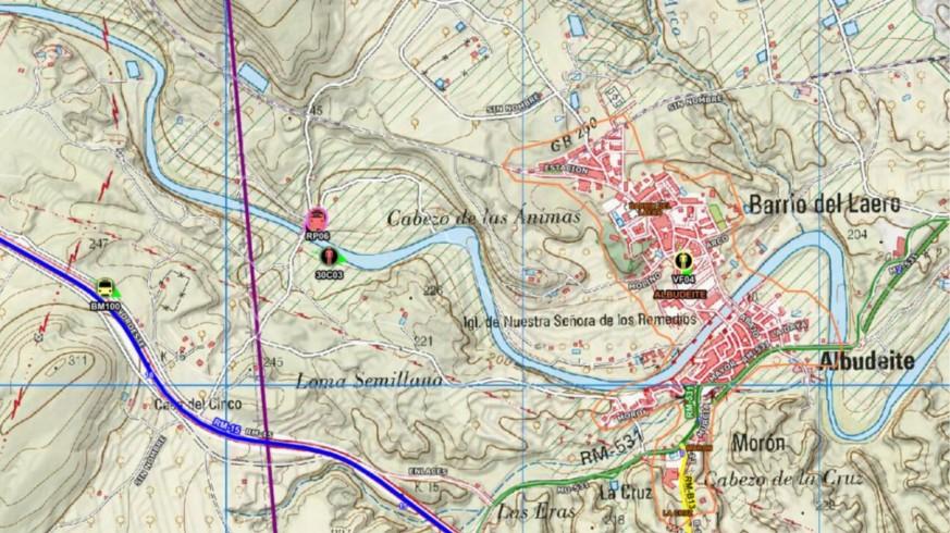 Efectivos del Plan Infomur apagan un incendio en terreno agrícola junto al cauce del río Mula, en Albudeite
