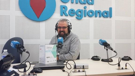 Alberto Garre, director técnico de la OJRM, en los estudios de Onda Regional
