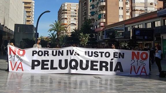 La protesta de los peluqueros se ha repetido también en Murcia