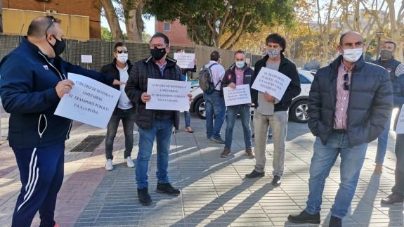 Protesta de los trabajadores de LATBUS frente a la Asamblea. ORM