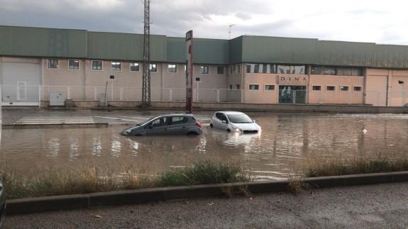 Coches atrapados este miércoles en la carretera de Villena tras la tromba de agua