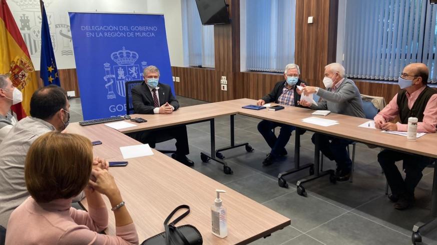 Reunión entre el Delegado del Gobierno y miembros de la plataforma