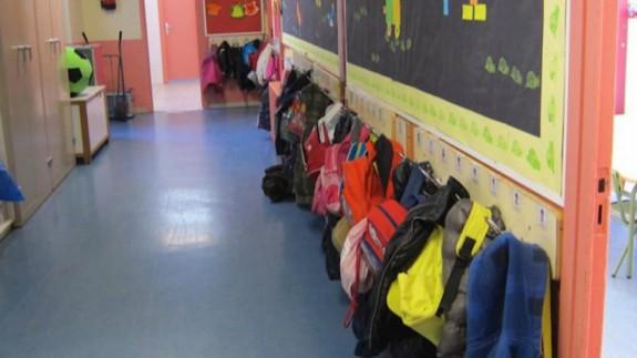 Pasillo de un colegio (archivo). EUROPA PRESS