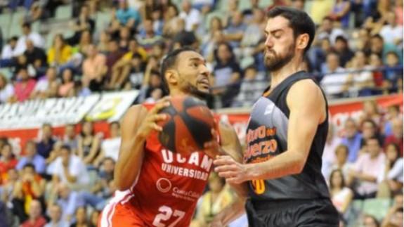 El UCAM Murcia vence en la prorroga 97-95 a Valencia Basket