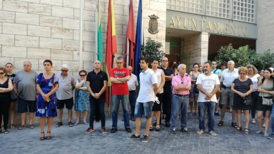 Concentración frente al Ayuntamiento de Beniel