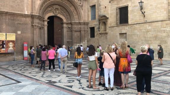 Entrada para visitar la Virgen de la Fuensanta en la Catedral de Murcia / CARMEN JIMÉNEZ