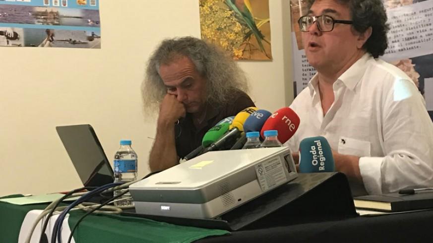 Pedro García y Enrique Segovia presentan el informe (foto: ORM)