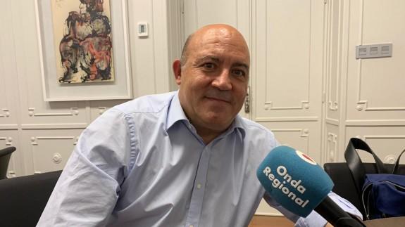 Alcalde de Cieza, Pascual Lucas, durante la entrevista con Claudio Caballero