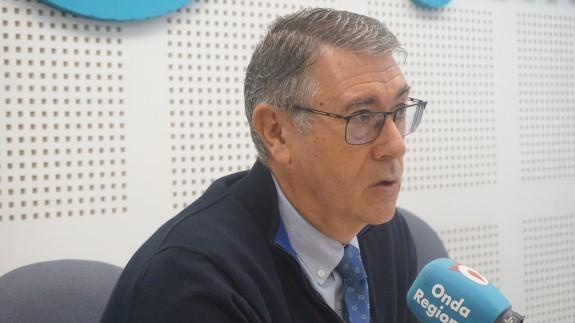 Mario Urrea en los estudios de Onda Regional