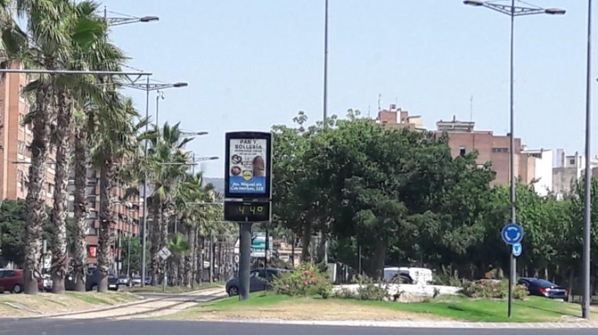 Termómetro marca 44º en Murcia