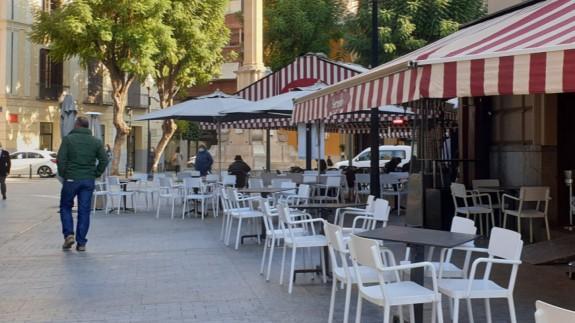 Una terraza en el centro de Murcia. Foto. ORM