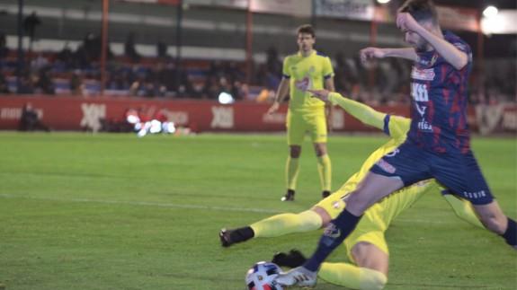 El Lorca vuelve a ganar casi un año después y deja tocado al Yeclano (1-2)