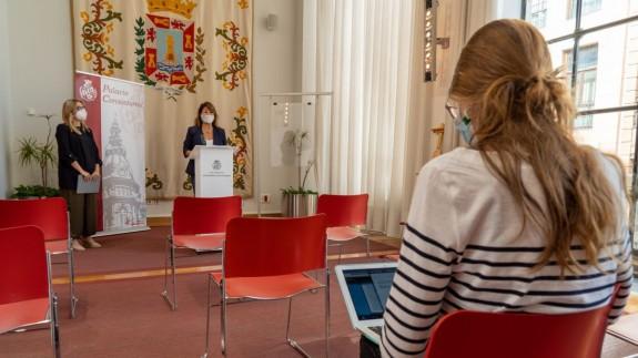 María Amoraga y Cristina Mora en rueda de prensa