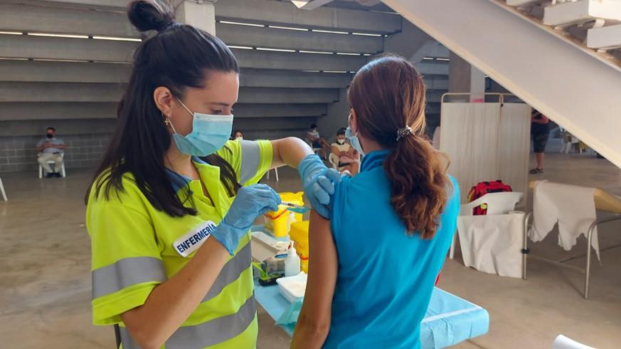 Vacunación este viernes en el estadio Enrique Roca de Murcia. ORM