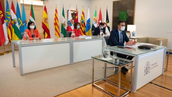 Sánchez y varios ministros, en la reunión telemática