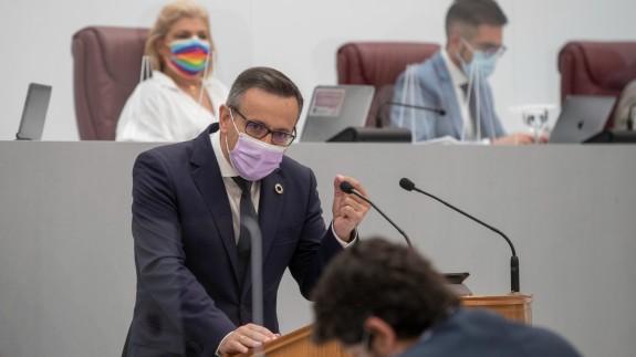Conesa se dirige a López Miras durante su intervención en el Debate