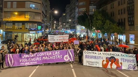 La manifestación por el 25-N por las calles de Murcia. ORM