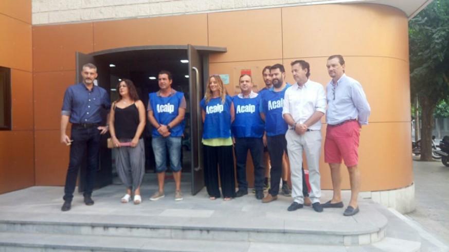 Donantes de ACAIP con los diputados de Ciudadanos Miguel Garaulet y Juan José Molina, y de Podemos, Óscar Urralburu