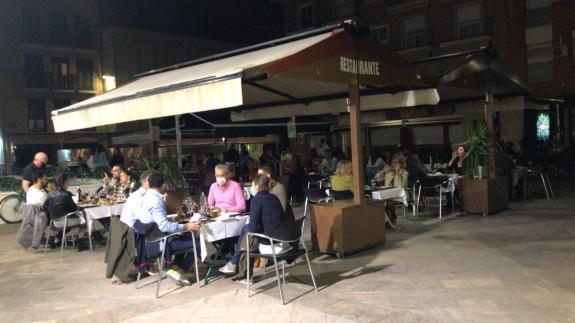 Una terraza en la plaza Cristo del Rescate de Murcia esta noche
