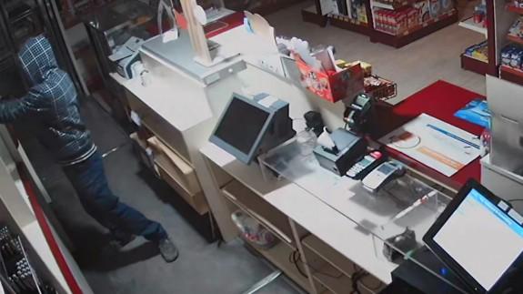 Imagen de uno de los atracos en una gasolinera