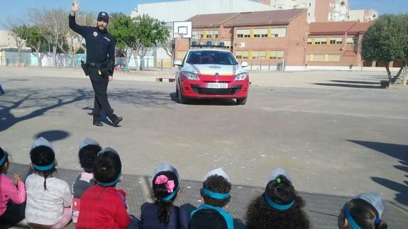Víctor Navarro en una de sus clases de seguridad vial. Foto: Ayuntamiento de Cartagena