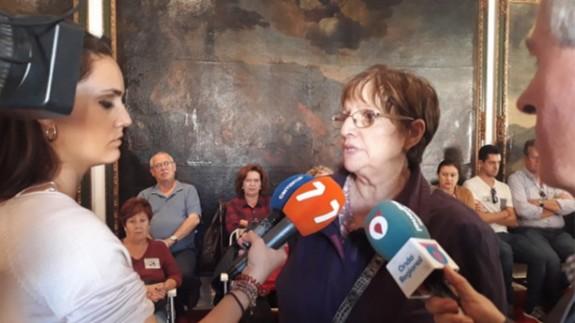 Una de las afectadas habla con los medios de comunicación